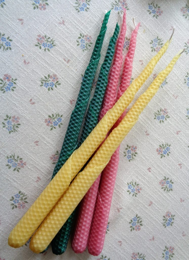 Litha beeswax tapers for Küchen wand