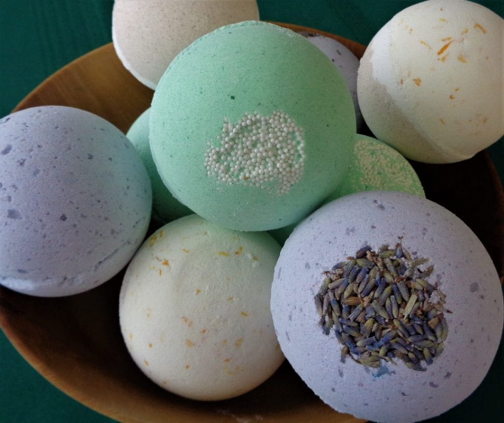 Christmas Bath Bombs from My Kitchen Wand