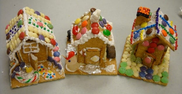 Graham Cracker Decorated Houses from My Kitchen Wand